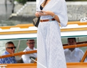 madalina-ghenea-wearing-out-my-shoes-005