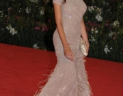 madalina-ghenea-wearing-out-my-shoes-039